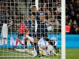 Vídeo: atacante do PSG erra gol incrível e impede título antecipado -  Futebol - Fera