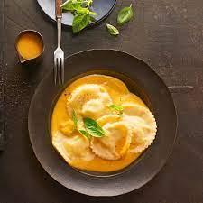 Ravioli mit Ricotta-Käse-Füllung und Kürbissauce: Thermomix ® Rezept -  [ESSEN UND TRINKEN]