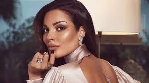 """بعد يوم من انفجار عكار.. نادين نجيم تغضب اللبنانيين بفيديو """"الرقص بالبكيني"""""""