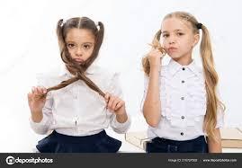 Malé Dívky S Ocasem účes Děti Potřebují Nový účes V Kadeřnictví