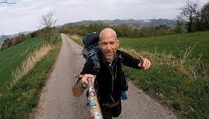 Combatte il cancro camminando, la storia di Andrea Spinelli