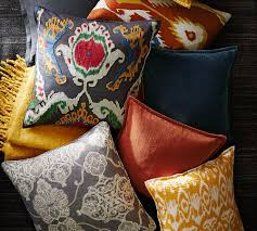 Pottery Barn Bedroom Colors Pottery Barn Printed And Patterned Pillows