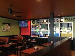 round table pizza clubhouse dining room and game room areas