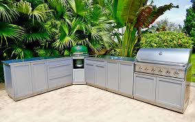 l shaped outdoor kitchen with big green egg