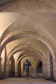 visit winchester cathedral and the great hall which contains the greatest symbol of meval mythology king arthur s round table