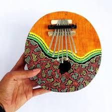 Elektrofon, adalah alat musik tradisional yang bunyinya akan muncil jika ada aliran listrik (elektronik). 41 Alat Musik Petik 3300 Dari Klasik Sampai Yang Modern