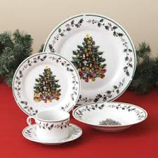 Christmas Dinnerware Sets | TheReviewSquad.com