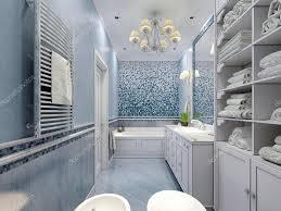 Geräumiges Blaues Badezimmer Im Klassischen Stil Stockfoto