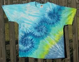 Tie Dye Shirt Swirl Design Using Advanced Tie Dye Patterns Life123 Diy Tie Dye