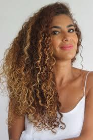 Coiffure Mariage Cheveux Bouclés Attachés Luxe Idée Coiffure