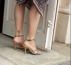 Tatuaggio Caviglia Unadonna