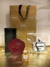 chanel 5 gift set. chanel no.5 perfume micro gift set vintage velvet pouch camellia ceramic charm 5 gift set