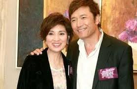 Michael Miu kisses woman in front of wife - Asianpopnews