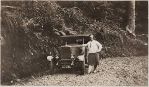 File:Mabel Voss and her Morris Cowley, 1929 (cropped).jpg ...