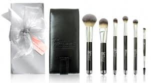 bonus addition the final 2 it cosmetics brush sets are not from ulta