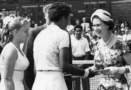File:Althea-Gibson-Queen-Elizabeth-Wimbledon-1957.jpg - Wikimedia Commons