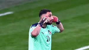 Gigio Donnarumma non è più un giocatore del Milan: il portiere ha cambiato  le foto profilo sui social
