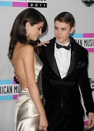 Justin Bieber Instagrams Selena Gomez Pic But It Doesnt Mean They