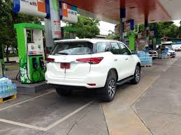 new car 2016 thaiSPYSHOTS AllNew 2016 Toyota Fortuner Spotted At Fuel Station In