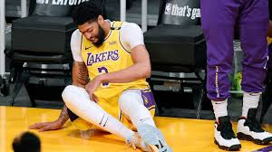 Get authentic los angeles lakers gear here. Anthony Davis Leaves Early In Los Angeles Lakers Game 6 Loss To Phoenix Suns Abc7 Los Angeles