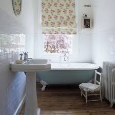beautiful traditional bathrooms. this traditional bathroom makes great use of the small amount space available, proving you beautiful bathrooms o