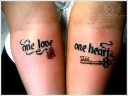 žena In Když Se Dva Zamilovaní Nechají Tetovat