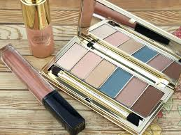 every summer estee lauder has an updated bronze dess range and this year is no diffe the new bronze dess summer glow collection includes some