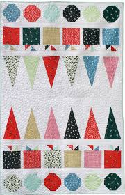 Mount Snow // Merry & Mod Quilt | Dear Stella Design & The pebble quilting over the background fabric (Net in Smoke, a lovely  low-volume color!) gives a gorgeous texture and allows the shapes to pop. Adamdwight.com
