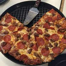 round table clubhouse pizza place in