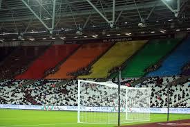 Pada babak pertama, west ham unggul lebih dahulu lewat gol tomas soucek memanfaatkan skema sepak pojok. West Ham 1 3 Manchester United Live Evening Standard