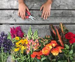 free flower arrangement work for