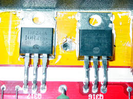 lanzar vibe d here are the input mosfets used on the amp there are 10 in all and each is rated for about 40a of current this all adds up to a very impressive power
