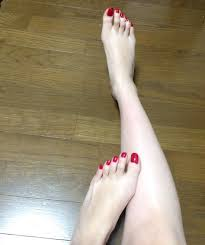 ネイル 足 赤 手