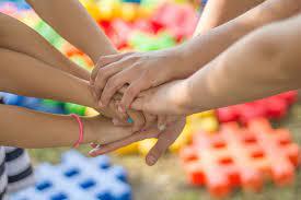 Los juegos recreativos son actividades de variado carácter que lleva a cabo un individuo o un grupo de personas con el objetivo de divertirse, entretenerse y disfrutar de la actividad misma. 5 Juegos Ludicos Para Mejorar La Interaccion Alumno Alumno By Cideh Impulsa Medium