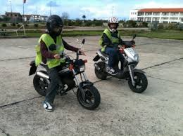 Resultado de imagem para jovens ciclomotores
