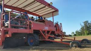 The automatic transplanter mod ferrari futura has been studied to transplant vegetables stored in trays of different sizes. A Fully Automatic Transplanter Agri Machines World