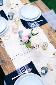 A Relaxed Rooftop Dinner Party Rue Summer Dinner Party New York Florals