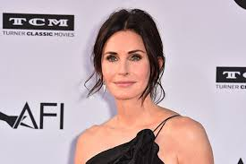 See the evolution of courteney cox's beauty looks. How Courteney Cox And Her Team Relied Upon Experimental Production For Pregnancy Docuseries Amid Coronavirus