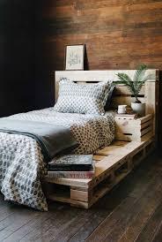 Eu sei o quanto a tarefa de procurar a cabeceira ideal para a cama no quarto pode ser complicada, afinal, são tantos modelos diferentes que fica muito difícil escolher! Cabeceira De Pallet Como Fazer Dicas E 60 Fotos Inspiradoras