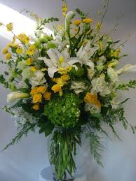 001 flower designs white and yellow arrangements 20180106115535 file 5a5161f7856bd