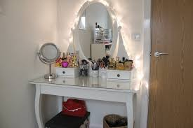 Corner Vanity Makeup Table With Lights For Small Space