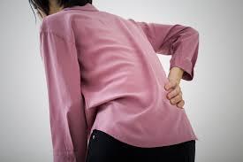 なぜ?尾てい骨の奥が痛い3つの原因。生理時の痛みは病気の可能性大 | Medicalook(メディカルック)