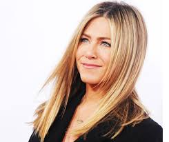 jennifer aniston s favorite scents are the beach new york and justin theroux s natural smell