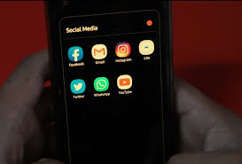 Social media companies like facebook, twitter, and instagram, which are popular in the country, are facing a big problem. Facebook Twitter Likely To Face Ban In India From 26 May