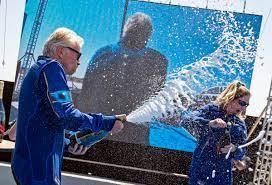Spacecraft carrying Richard Branson ...