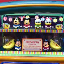 太鼓を叩くミッキーたちのおもちゃ東京ディズニーランドディズニー夏