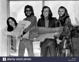 I Bee Gees gruppo pop lasciato l'aeroporto di Heathrow oggi per il Canada  dove saranno facendo un tour di canto, per cinque settimane (anche negli  Stati Uniti). Barry, Robin e Maurice Gibb