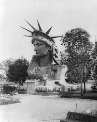 自由の女神は男女どちらかわからない ただしフランスを象徴する女性