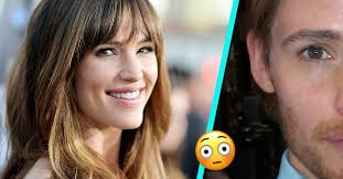 people are calling jennifer garner and ed redmayne twins after she posted this picture of herself in male makeup