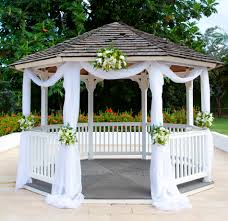 Love Wedding Decorations In Case Of Desparation And Need To Have Ceremony On Site